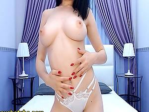 Asian Brunette Spreading Her Legs Live In Cam