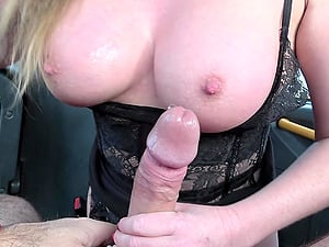 After a blowjob Holly Kiss got her pussy fucked by horny driver