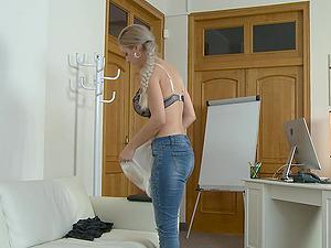 Perfect body Jessica Hunter wants to show her amazing fucking skills