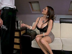 Amazing Hookup With The Hot Bartender Aletta Ocea