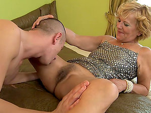 old ladie gets cum-shot in her pubes after being fucked