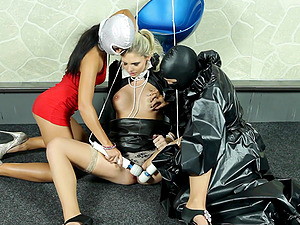 Nothing can please beautiful Jenna Lovely as a hard lesbian threesome