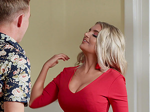 After a wild sex horny blonde Anna Bailey waiting for a facial