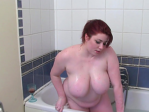 Big Boobs BBW Kiki Bathtime Fun