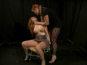 Alice King gets her labia finger-tickled and toyed by Katy Parker