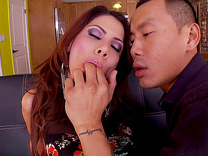 Alexa Nicole rails a manstick and gets massive throatful