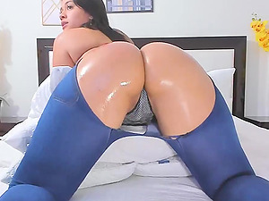 Twerking That Big Fat Oil Ass Just For You