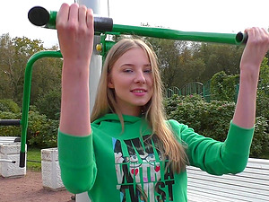 After workout outside Sofia and Nikol want to reach orgasm together