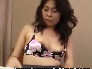 Amateur Beauty Asian Cougar Porno For First Time
