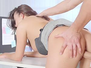 Slutty secretary Vanessa Decker in stockings loves to have sex at work