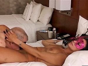 Mature dude eating pussy on holiday in real amateur sextape