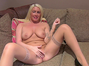 Curvy blonde model Krystal Niles with natural tits fucked on casting