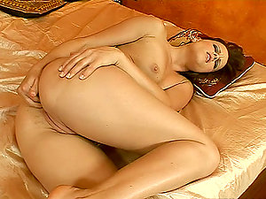 Arabian nights with a horny stunner an her beaver
