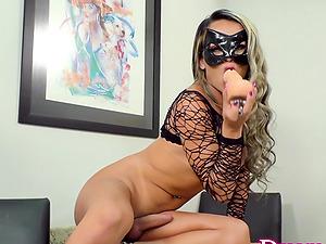 Tgirl Juliana Leal Lustfully Masturbates