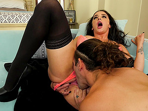 Pornstar Sheena Ryder in stockings gets her pussy destroyed