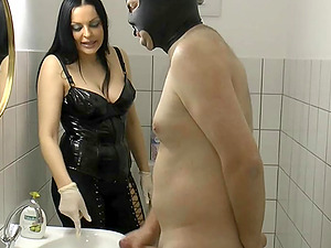 German bdsm domina and submissive latex slave