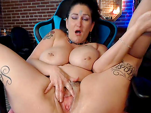 Dirty BBW Milf Squirts Cum All Over Live