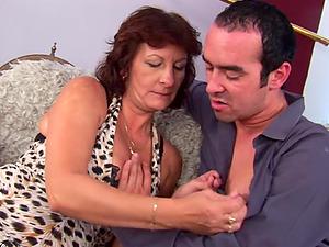 Boyfriend Giving His Mama The Cock That She Deser