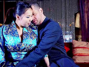 Threesome fucking on the sofa with Tigerr Benson and Jasmine Jae