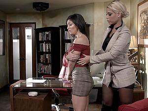 Hardcore FFM threesome with horny Bridgette B and Brooklyn Gray
