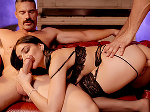 Two guys enjoys fucking mouth and pussy of stunning Emily Willis