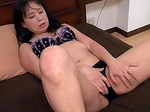 Chubby Japanese Mature Impatient to Get Her Hairy Vagina Fucked