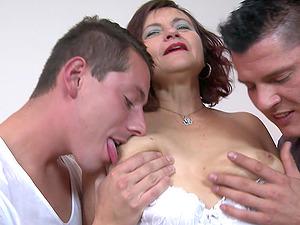 MMF threesome between two younger guys and mature Simona Senfeldrova
