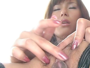 Miki Yamashiro plays with her cunt in an uncensored vid