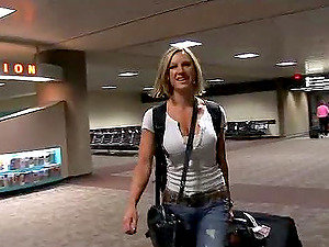 Sexy Blonde Flashing Her Tits in the Airport's Parking