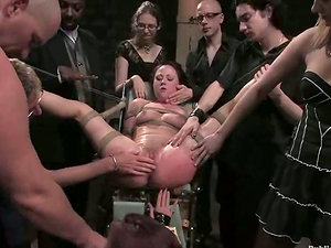 Lesbo Sadism & masochism threesome staged for an audience