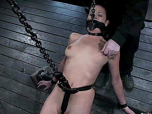 Cangue and some Domination & submission pants are ideal to chain her up