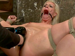 Sexy blonde Tara Lynn Foxx gets her vag fisted and toyed and loves it