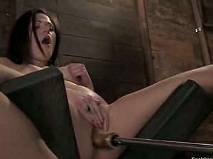 Nice Sindee Jennings has joy with fucking machine in a barn