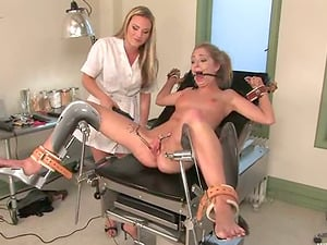 Sexy Jaelyn Fox gets bounded and toyed by her gynecologist