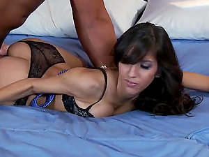 Cutre Stunner Shows Stud How It´s Done