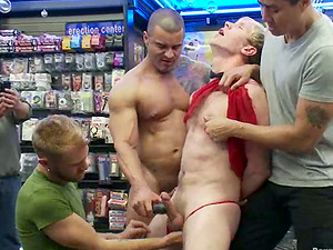 Alexsander Freitas likes being abased and fucked in a shop