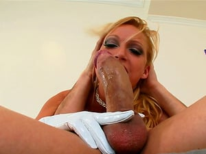 Nicki Hunter deepthroats and slurps the jizz which she gets
