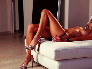 Impressively Sexy Blonde Honey Anna Beletzki Shows Her Flawless Figure