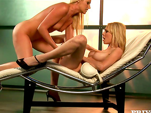 Two stunning blonde chicks have g/g hookup on a couch