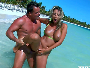 Daria Glower blows on the shore and gets her fuckholes pounded