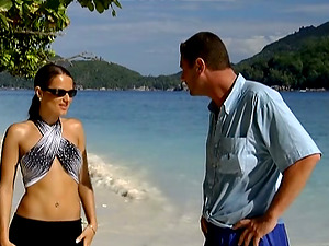 Sizzling Luisa De Marco gets fucked in both slots on a beach